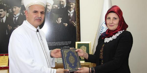 Müslüman olan Kırgızistan uyruklu Natalıa Popova Vildan ismini aldı