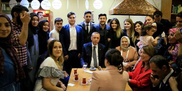 Cumhurbaşkanı Erdoğan'dan  Eskişehir'de 'kıraathane'ye  sürpriz ziyaret