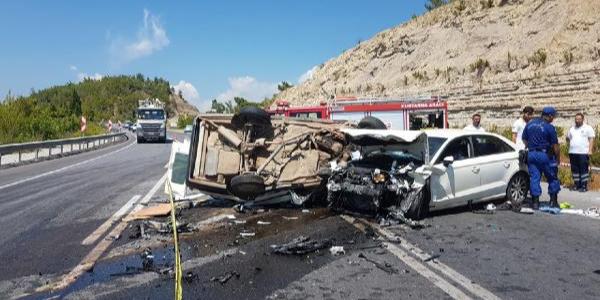 Antalya Manavgatt'a feci kaza: Aynı aileden 3 ölü, 4 yaralı