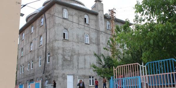 Hakkari'de müftülüğe kızan mahalleli inşaatı bitmeyen camiyi satışa çıkardı