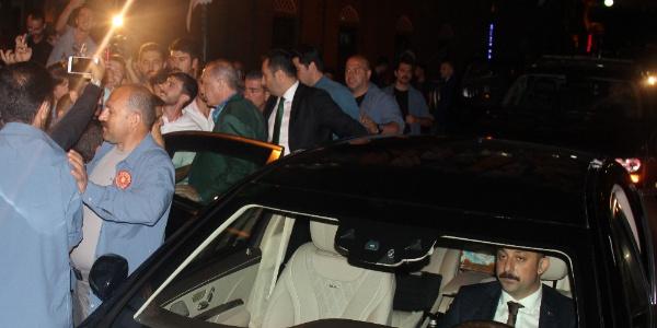 Cumhurbaşkanı Erdoğan'a baba ocağı Güneysu'da gece yarısı uğurlama