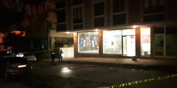 Arnavutköy'de AK Parti seçim irtibat bürosuna ses bombası atıldı