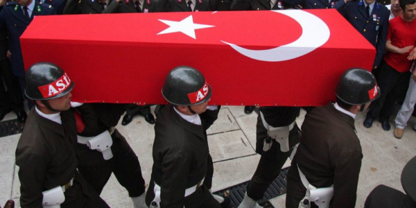 Siirt'te yola döşenen patlayıcıyı infilak ettirdiler; 1 asker şehit, 2 yaralı