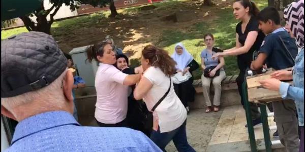 """Bursa'da """"Teröristlerle nasıl el sıkışırsınız"""" diyen şehit annesine saldırı"""