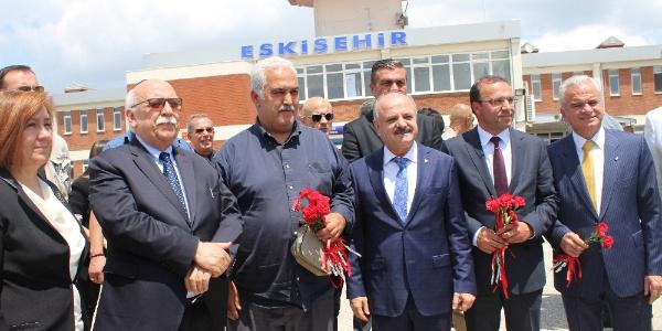 THY'den Eskişehir'e gelen 10 bininci Belçika yolcusuna sürpriz