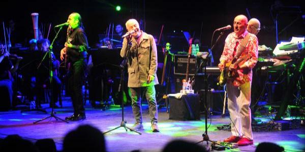 Bursa'nın en uzun soluklu festivali MFÖ konseriyle başladı