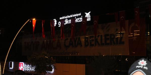 """Mardin'de """"Tayyip amca çaya bekleriz"""" pankartı programı değiştirdi"""