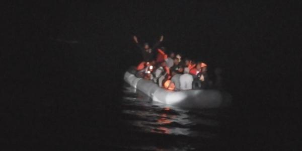 Kuşadası Körfezi'nde  Sahil Güvenlik'ten mülteci operasyonu