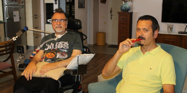 İzmir'de doktorlar ALS hastaları için acı biber yedi