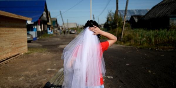 """'Namuslu bir kadınla"""" evlenmeye kalktı  hayatının şokunu yaşadı"""