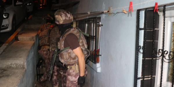İstanbul'da birçok adrese şafak vakti narkotik baskını; 2 gözaltı