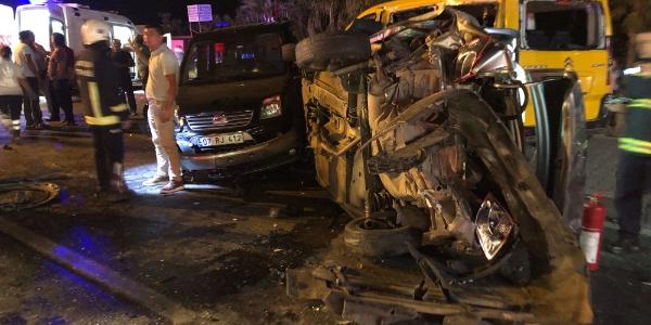 Antalya'da 6 aracı önüne katan TIR ortalığı savaş alanına çevirdi