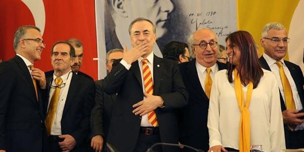Galatasaray yönetimi transfer açmazında