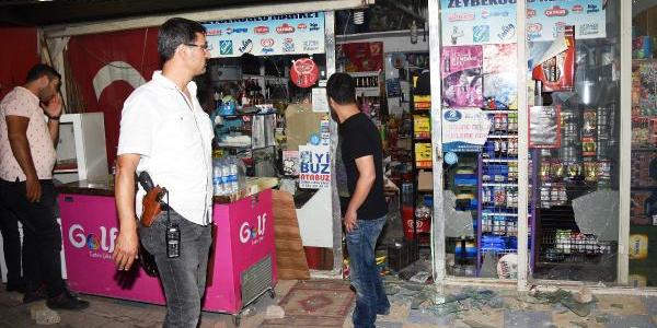 Antalya'da konvoyu durdurup Türk bayraklı markete saldırdılar
