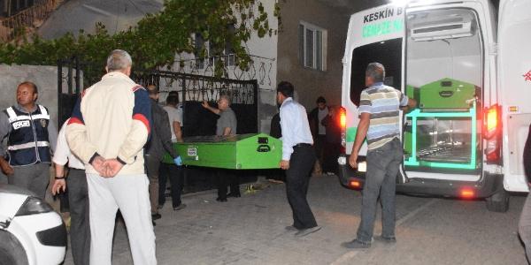 Kırıkkale'de koca dehşeti;karısını bıçakladı, komşusunu vurdu