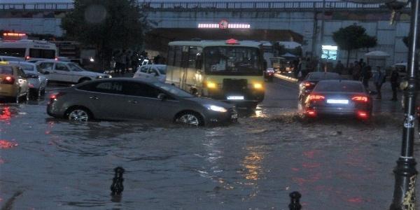 Meteorolojiden kritik uyarı: Sel, su baskını, yıldırım düşmesi meydana gelebilir