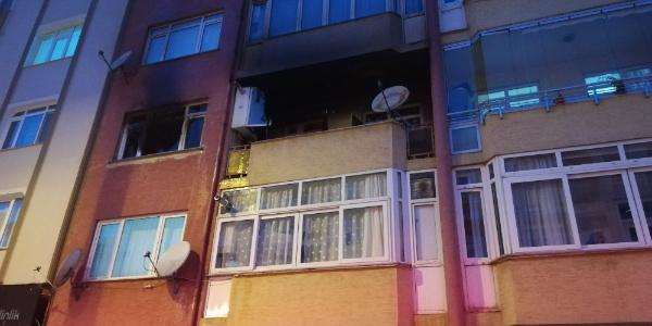 Çakmakla oynayan küçük kızın çıkardığı yangın evi kullanılmaz hale getirdi