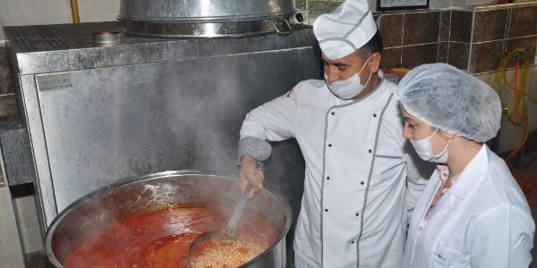 Nazilli'de taşımalı öğrencilere öğretmenevinden yemek