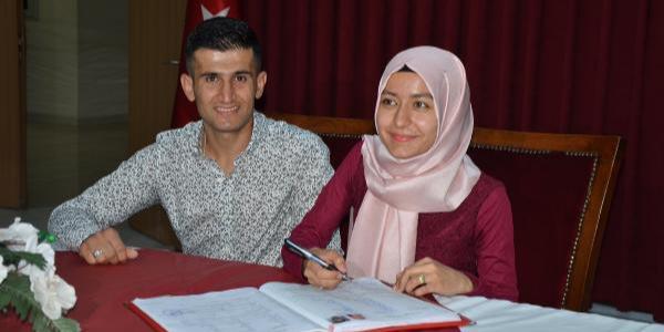 """Antalya'da işitme engelli çiftin işaret diliyle """"evet"""" mutluluğu"""