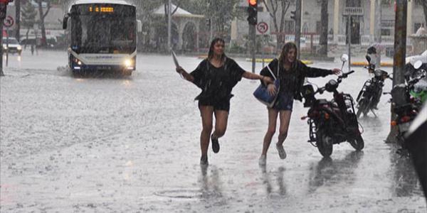 AKOM'dan İstanbullulara acil yağış uyarısı