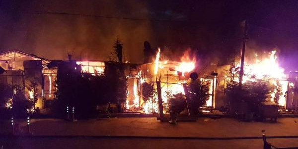 Sapanca'da  kundaklama dehşeti: 10 işyeri alev alev yandı