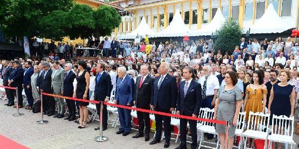 Galatasaray Üniversitesi'nde mezuniyet heyecanı