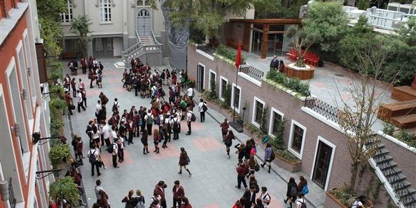 Öğrenciler ısrar etti, 50 ağacın kesileceği proje iptal edildi
