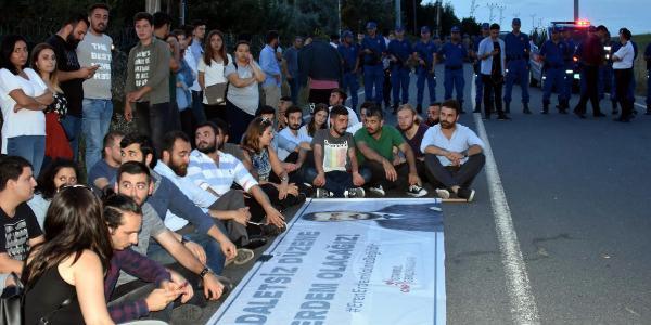 CHP'li gençlerden, Eren Erdem için Silivri Cezaevi önünde eylem