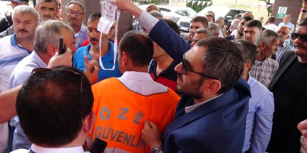 Genel Kurula alınmayan Trabzonspor taraftarından Ali Ağaoğlu'na tepki