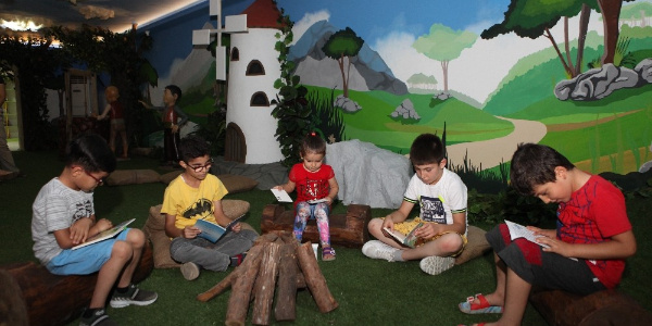 Antalya Büyükşehir'den çocuklara masal dünyasında eğitim