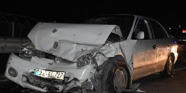 Sancaktepe'de 2 otomobil kafa kafaya çarpıştı: 7 yaralı