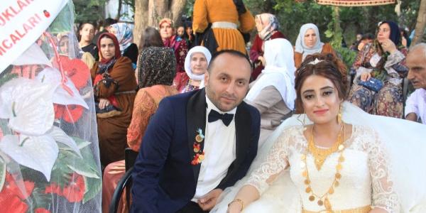 Hakkari'de kır bahçesindeki düğünde 2 gün 2 gece eğlence