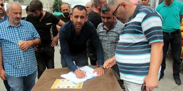 Tokat'ta AVM'lerin kent dışına çıkarılması için imza kampanyası düzenlendi