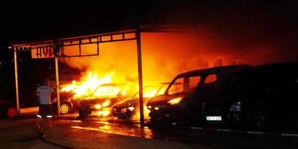 Edirne'de oto galericiler sitesinde dehşet: 8 araç birden yandı