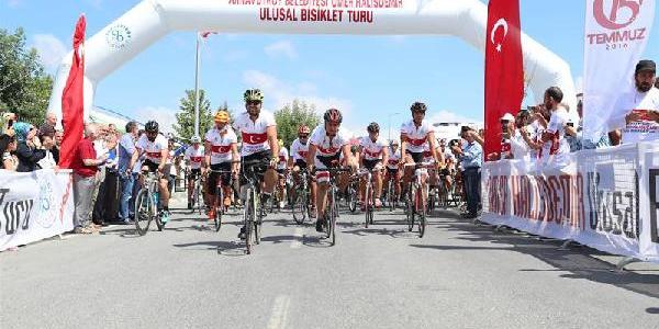 Ömer Halisdemir için İstanbul'dan Niğde'ye bisikletle gidecekler