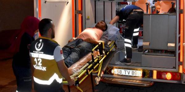 Sivas'ta freni boşalan kamyonet dehşeti: 17 yaralı