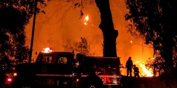 ABD'nin Kalifornia eyaletinde binlerce kişi elektriksiz kaldı