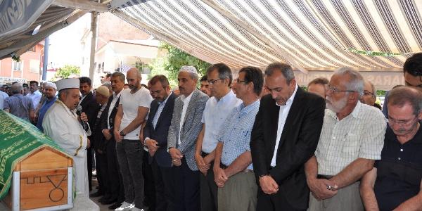 AK Parti Genel Başkan Yardımcısı Mahir Ünal eniştesini toprağa verdi