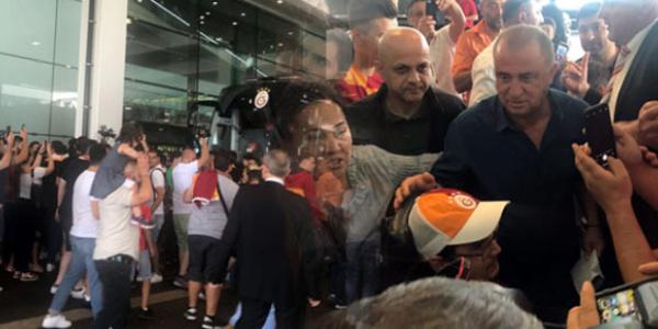 Galatasaray'ı Zürih'de 300 taraftar karşıladı