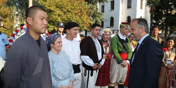 'Altın Karagöz' için 21 ülkeden halk dansları ekibi Bursa'ya geldi