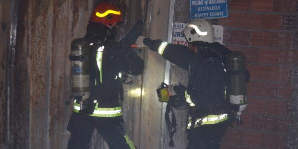 Bursa'da çocukların attığı torpil yüzünden kumaş deposu küle döndü