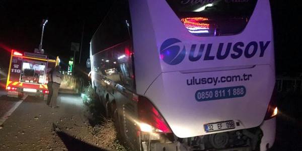 Afyonkarahisar'da yolcu otobüsü traktörle çarpıştı: 2 ölü, 3 yaralı