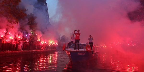 Eskişehir'de Es Es taraftarları kenti karnavala çevirdi
