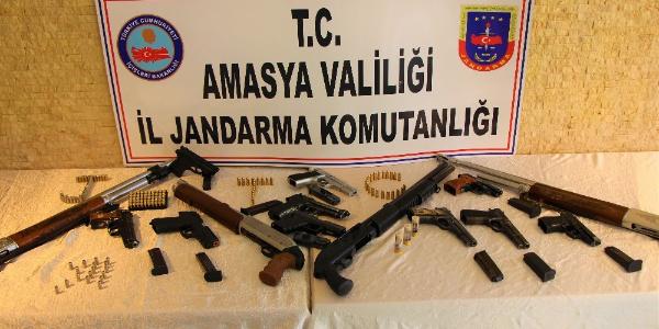 Amasya'da jandarma sivil giyinip düğünlerde 14 silaha el koydu