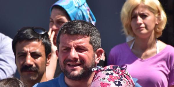 Soma'da madenci yakınları adliye binası önünde duruşma nöbetinde