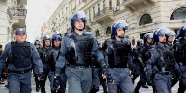 Azerbaycan'ın  Gence şehrinde çıkan olaylarda  polis öldü