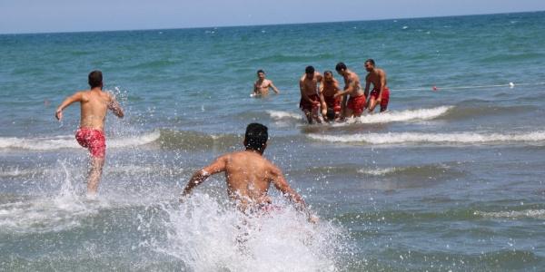 Ayvalık'ta kuzeniyle denize giren 10 yaşındaki Zehranur boğuldu