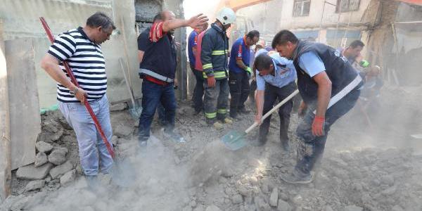 Van'daki  Peynirciler Çarşısı'nda göçükte 1 kişi öldü, 4 yaralı