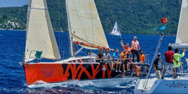 Denizi olmayan Eskişehirli sporcular yelken kupasını kazandı