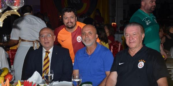 Alanya'da Galatasaraylılar Yeşim Salkım'la coştu